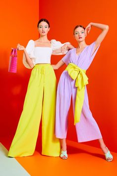 Alice + Olivia Spring 2020 Ready-to-Wear Fashion Show, Alice + Olivia Spring 2020 Ready-to-Wear Collection - Vogue. 2020 Fashion Trends, Spring Fashion Trends, Fashion 2020, New York Fashion, Look Fashion, Runway Fashion, Fashion Design, Summer Trends, Classy Fashion