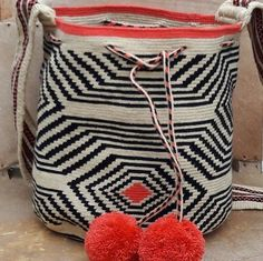 #wayuu #wayuubags #indigenousart #ethnicalfashion #maicao #colombia #hechoencolombia #trends #outfit #itbag #ootd #fblogger #bloggerfashion #fashionblogger #culture #tradition #bohochic #indigenousart #wayuubag #hanmade #southamerica #pompom #uk #nyc #la #canada #world