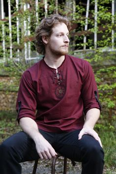 Red linen viking men shirt with ancient vegvisir / nordic compas and celtic embroidery - Men's style, accessories, mens fashion trends 2020 Viking Shirt, Viking Men, Celtic Clothing, Medieval Clothing, Bordados Viking, Camisa Medieval, Men's Shirts And Tops, Vegvisir, Kurta Designs