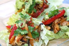 Open Chicken Fajitas on Lettuce Leaves  #healthymexicanrecipes #lowcarb #paleo