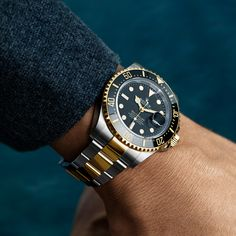 The watch that conquered the deep. The ROLEX Sea-Dweller in Oystersteel and yellow gold, 43 mm case, black dial, Oyster bracelet. G Shock Watches, Watches For Men, Rolex Submariner Black, Diesel, Omega Seamaster Diver, Rolex Batman, Sea Dweller, Rolex Models, Michael Kors