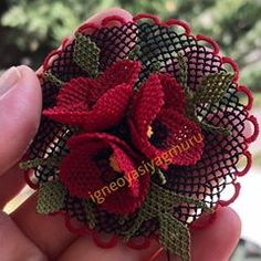 La imagen puede contener: planta - Pensamientos e Ideas y Sugerencias Lace Knitting, Baby Knitting Patterns, Craft Patterns, Crochet Patterns, Needle Tatting, Needle Lace, Love Decorations, Japanese Crochet, Purl Bee