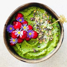 """Say Yes To Healthy on Instagram: """"Super green smoothie for breakfast never goes wrong 💯🥰 Half a frozen banana 🍌, half an avocado 🥑, 1 apple 🍏, 1 cup of unsweetened almond…"""" Super Green Smoothie, Breakfast Smoothies, Frozen Banana, Nutritious Meals, Eating Habits, Healthy Choices, Avocado Toast, Almond, Healthy Eating"""