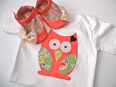 OWL baby girl set.  Coral. Green. Flower. Lace. Owl Applique