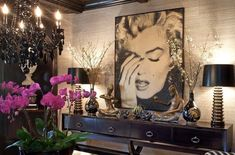 Khloe Kardashian Home Best Home Interior Design, Top Interior Designers, Casa Da Khloe Kardashian, Jeff Andrews Design, Pop Art, Kardashians House, Babe Cave, Woman Cave, Chandelier