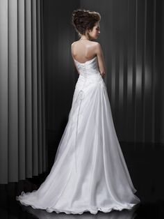 BT13-05 / Beautiful Collection / Enzoani / Available Colours : Diamond White / Shown without removable Lace Jacket (back)