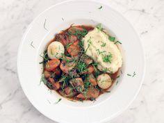 Vegetarisk bourguignon med svartrötter och betor | Recept från Köket.se