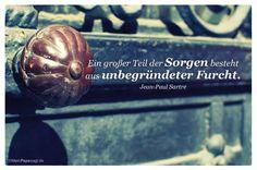 Alt-Berliner Tür mit dem Sartre Zitat: Ein großer Teil der Sorgen besteht aus unbegründeter Furcht. Jean-Paul Sartre