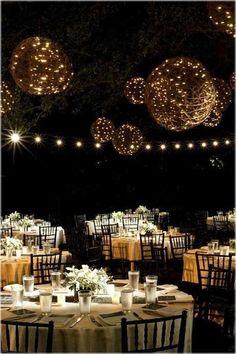 wedding spirit blog mariage décoration exterieur nuit ampoules guirlandes lampions ombrelles chinoises