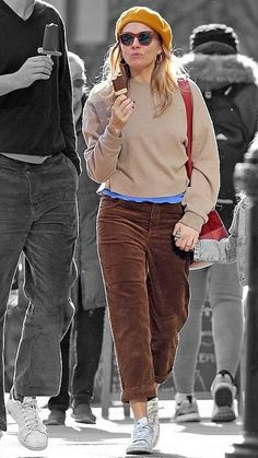 Sienna Miller in New York City, New York on Monday Tokyo Fashion, London Fashion, Star Fashion, Sienna Miller Style, Kendall Jenner Outfits, Winter Looks, Get Dressed, Brooklyn Decker, Autumn Winter Fashion