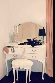Vintage dressing table Bankstown I like the simplicity of this one