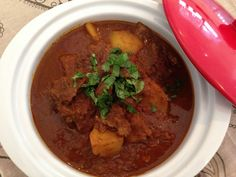 Have you an interest in indian cooking cream? Then you have come to the right place! South African Recipes, Ethnic Recipes, Beef Recipes, Cooking Recipes, Recipies, Hottest Curry, Beef Curry, Yummy Food, Tasty