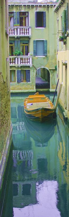 Venezia - Canal, so beautiful that it's hard to tell if it's a painting or real