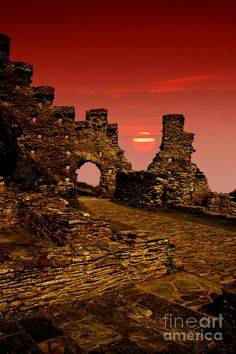 Tintagel Castle Cornwall  |  it is said to be the seat of King Arthur and the Knight of the round table.€