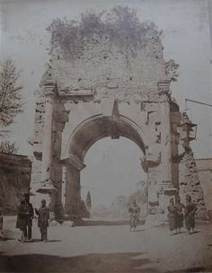 1860/65 Arco di Druso con personaggi in primo piano.