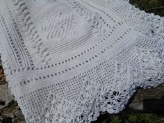 French Bedspread Victorian Handmade Thick White Cotton Lace Bed cover Hand Crocheted
