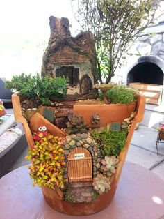 Below are the Diy Fairy Garden Design Ideas. This article about Diy Fairy Garden Design Ideas was posted under the … Broken Pot Garden, Fairy Garden Pots, Indoor Fairy Gardens, Fairy Garden Houses, Miniature Fairy Gardens, Easy Garden, Balcony Garden, Sun Garden, Indoor Gardening