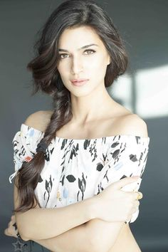 Kriti-Sanon-makes-her-school-proud.jpg (630×945)