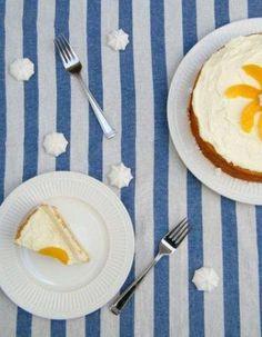 Torta de Durazno, Crema Chantilly y Dulce de Leche (Peaches and Cream Cake with Dulce de Leche) - Hispanic Kitchen