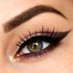 Eyeliner perfection. Gorgeous eye makeup
