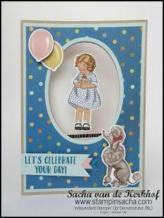 klein meisje met cupcake in haar handen