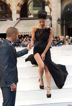 Nicole Scherzinger dekolteli elbise