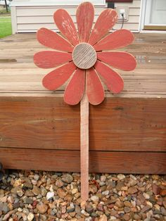 House Plant Maintenance Tips Barn board Flower Pick Barn Board Projects, Wood Projects, Craft Projects, Wood Yard Art, Wood Art, Pallet Crafts, Wooden Crafts, Spring Projects, Outdoor Crafts