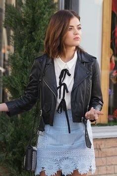 Aria Montgomery Fashion on Pretty Little Liars Lucy Hale Outfits, Pll Outfits, Grunge Outfits, Fashion Tv, Look Fashion, Fashion Outfits, Street Fashion, Estilo Aria Montgomery, Aria Montgomery Outfit