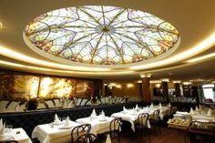 La Brasserie Flo, un restaurant parisien à Strasbourg… Le titre est provocateur puisque la plupart des brasseries parisiennes sont d'origines alsaciennes. À Strasbourg, la Brasserie Flo est, elle, évocatrice de ses beaux établissements de la capitale. Pourquoi ne pas commencer…