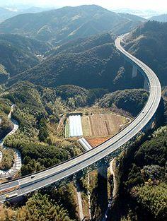 Sogabekawa Bridge, Japan I hate bridges, but that's beautiful.