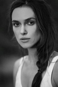 Keira Knightley- love this whole look. I sooo look up to her! Keira Knightley, Keira Christina Knightley, Pretty People, Beautiful People, Beautiful Women, Photo Portrait, Portrait Photography, Portraits, English Actresses