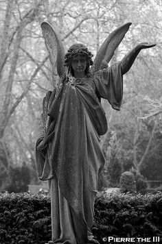 Angel standing BW Karlsruhe (by Pierre the III)