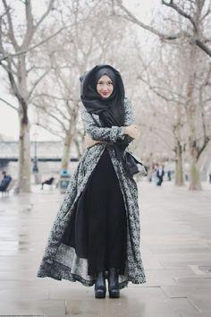 Il n'est pas facile de s'habiller avec style en hiver... Alors lorsqu'on porte le voile, la tâche peut s'avérer encore plus difficile