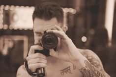 Adam Levine #Camera #MusiciansWithCameras #Photography http://www.pinterest.com/elbern08x/musicians-with-cameras/