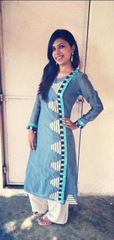 Nice use of the border design Kurta Patterns, Dress Patterns, Salwar Designs, Blouse Designs, Indian Dresses, Indian Outfits, Simple Kurta Designs, Indian Designer Suits, Traditional Fashion