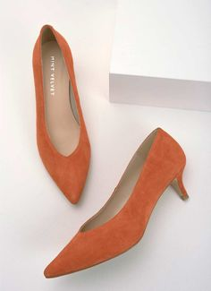 Web Exclusive - Embrace the kitten heel once again in these chic orange suede courts. Available in UK sizes The heel height measures Business Outfits, Business Clothes, Orange Pumps, Orange Kittens, Blue Leaves, Spring Summer 2018, Vintage Shoes, Kitten Heels, Wedding Inspiration