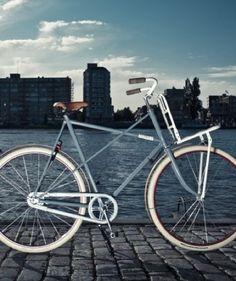 Bicis Holandesas con piezas recuperadas  Este último año la gran cantidad de pequeños productores que van saliendo a la luz es abrumadora, demasiado para asimilarlo, tengo que ir poniendo pos…