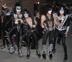 Kiss Made A Rock and Rolling Episode in Good Morning America - Kiss has been the mainstay in Rock and Roll music scene in the 70's and has always enjoyed the spotlight. For a change, GMA was stormed by the band's five members all in full get up o