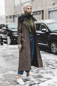 The Best Winter Street Style Looks of 2016 Scroll through the best winter street style shots of 2016 for endless holiday outfit inspiration. Outfits Damen, Neue Outfits, Work Outfits, Easy Outfits, Chic Outfits, Street Style Looks, Street Style Women, Street Styles, Street Girl