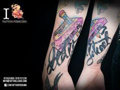 Tatuaje a color con una cinta de cassete. De Yarda en ZUK Tattoo Piercing de Lleida.