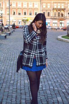 Geometric prints | Fashion Sofa Geometric Prints, Sofa Styling, Skater Skirt, Skirts, Blog, How To Wear, Fashion, Moda, Skirt