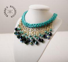 ceaf14235b68 Collar trenzado en hilos de algodón verde menta y cristales tipo chandelier  en dorado
