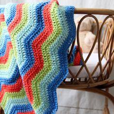 Baby blanket - crochet - chevrons - dark blue - pale blue - lime green - orange - crib - stroller - Seen in Parenting Magazine / Berlingot
