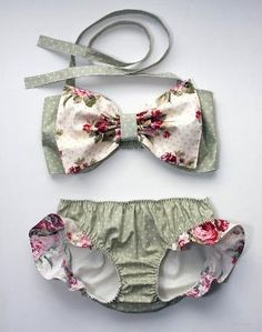 Oversized bow. Frilly knickers. Rose print. What could be more picturesque?