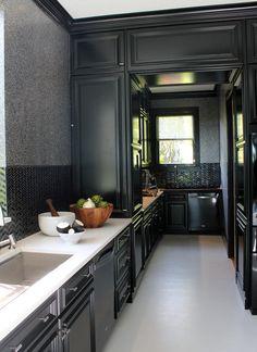black cabs, black back splash, black woodwork, no upper cabs Kitchen Dinning, Kitchen And Bath, Dining, Black Kitchens, Home Kitchens, Kitchen Interior, Kitchen Design, Cocinas Kitchen, Showcase Design