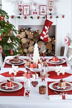 Festive+red+and+white+Christmas+decorations+and+table+setting Nordic look; , Festive+red+and+white+Christmas+decorations+and+table+setting Nordic look; cute red heart placemats Christmas with Kids Christmas Table Settings, Christmas Tablescapes, Christmas Table Decorations, Holiday Tables, Decoration Table, Centerpiece Ideas, Exterior Decoration, Magical Christmas, Noel Christmas