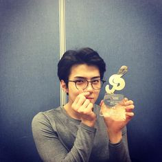 Sehun's IG Update with his Weibo Star Award