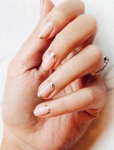 Pinterest: DeborahPraha ♥️ pink nails with a hint of gold nail art