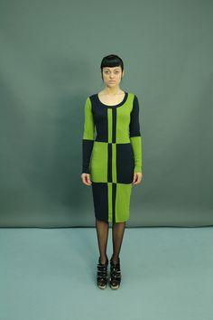 Sumi: das Raffinierte  Cooles 2-Farbiges Kleid, Langarm, in dunkelblau-apfelgrün, schmaler körperbetonter Schnitt.