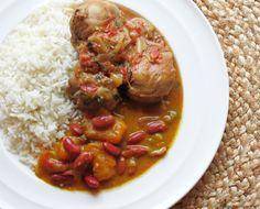 La comida popular en la dominicana república es el arroz, los frijoles y la carne. Es muy delicioso.